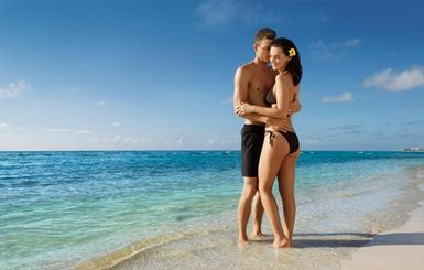 Secrets-Silversands-Couple-on-the-Beach