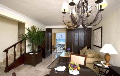 The-Royal-Hideaway-Duplex-Suite