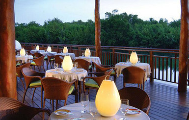 Fairmont-Mayakoba-outdoor-restaurant
