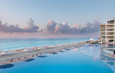 Hard-Rock-Cancun-Pool-at-Dusk