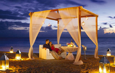 Now-Sapphire-Riviera-romantic-dining-for-two