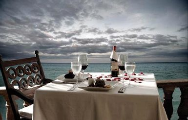 The-Royal-Hideaway-Oceanfront-Dinner