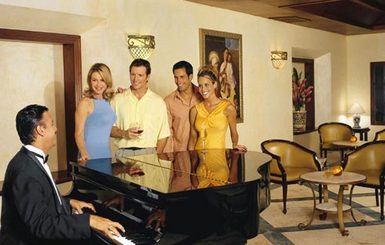 Secrets-Capri-Riviera-Cancun-Piano-Bar