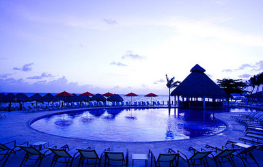 Temptation-Resort-Spa-Cancun-pool-by-night